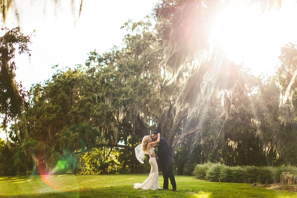 Bella Collina - Bride and groom in beautiful outdoor space