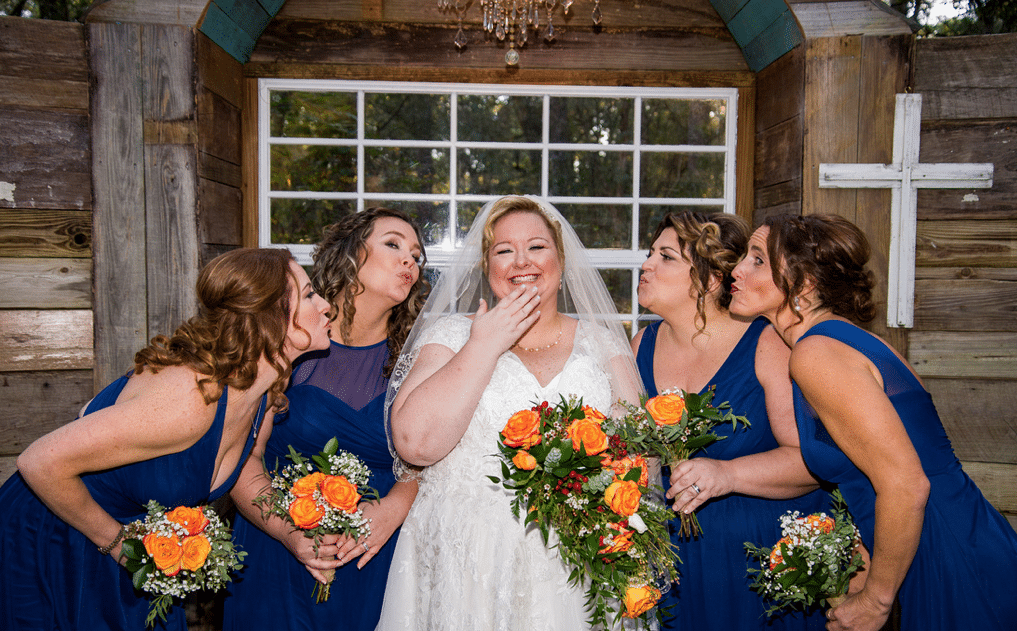Bridle Oaks Barn - bride with bridesmaids