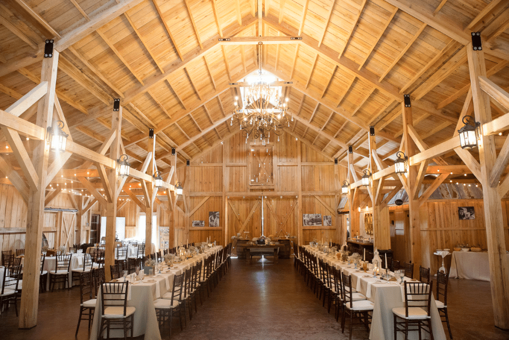 Bridle Oaks Barn - Beautiful barn indoor reception space