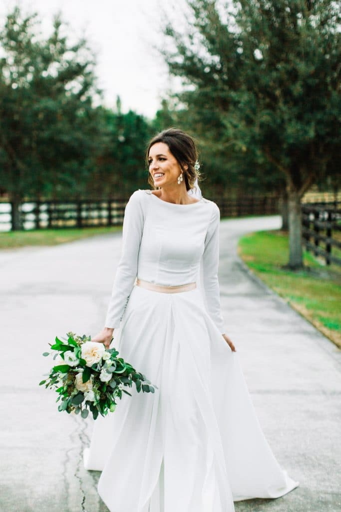 Club Lake Plantation - beautiful bride with simple dress