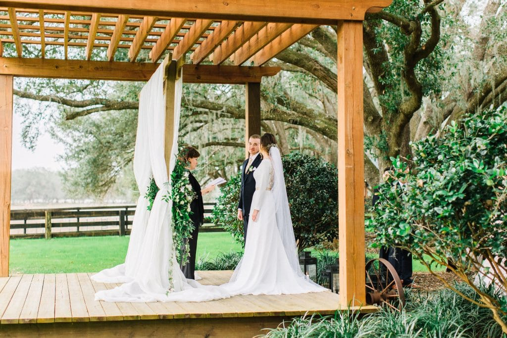 Club Lake Plantation - wedding ceremony under gorgeous pergola