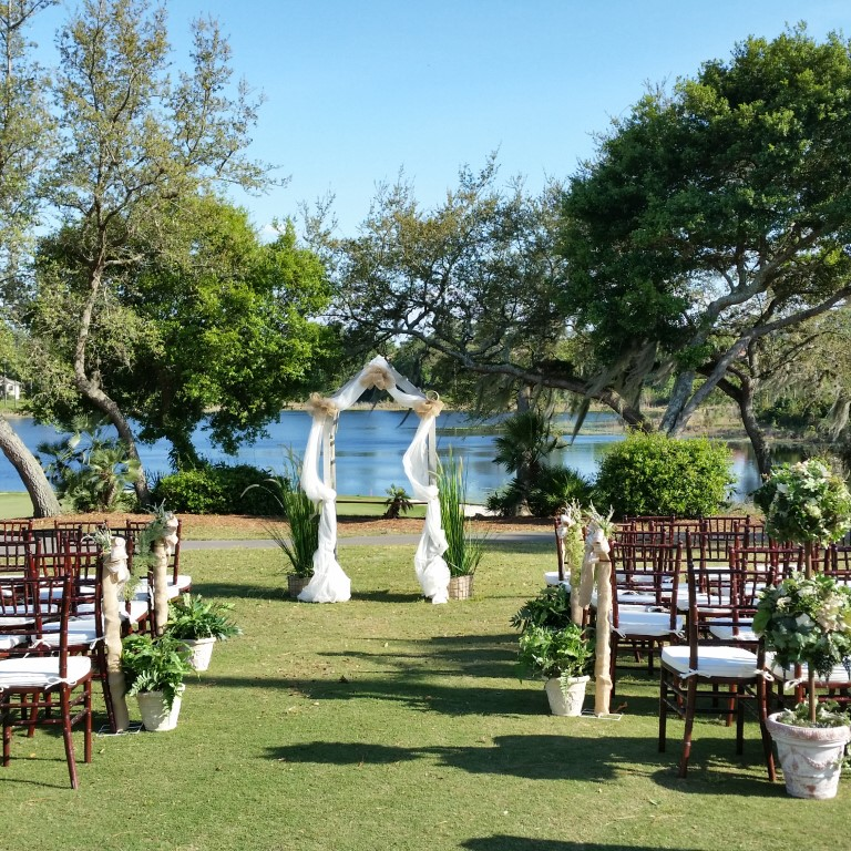 Debary-Golf-Country-Club-Outdoor ceremony area with surrounding trees and blue sky