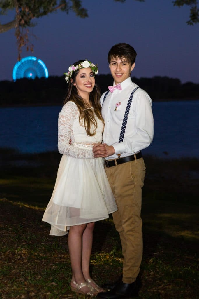 Hub 925 - young bride and groom with London Eye in background
