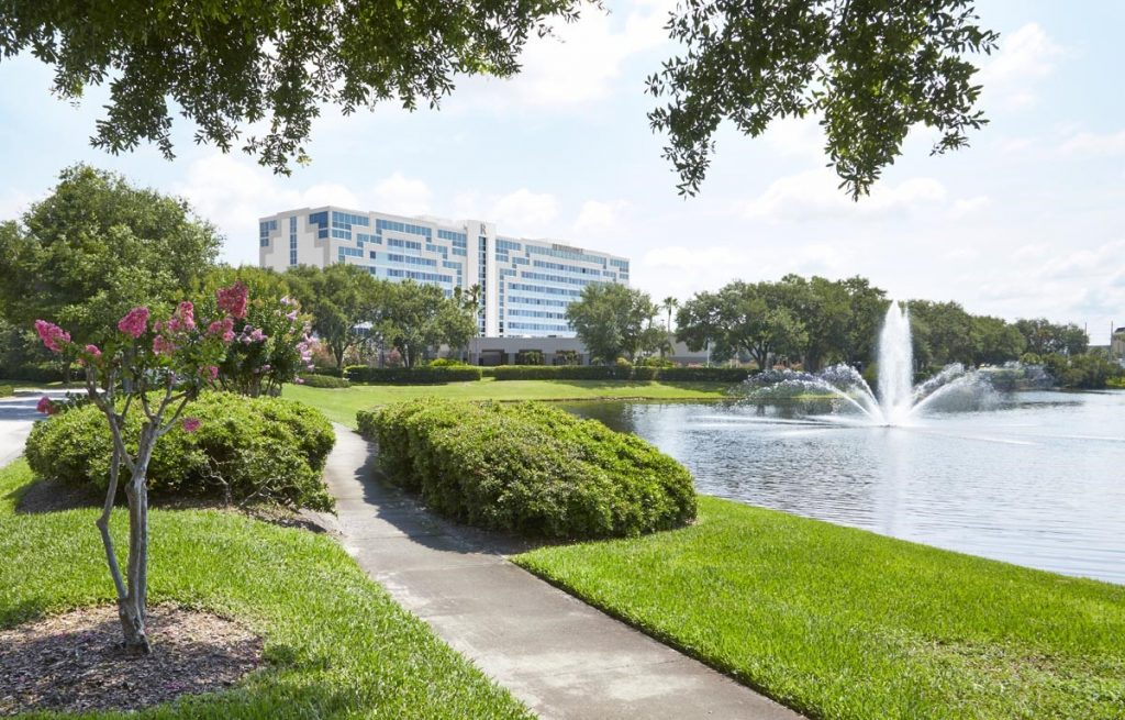 Renaissance-Orlando-Hotel-Airport-Outdoor fountain and sidewalk with building in background