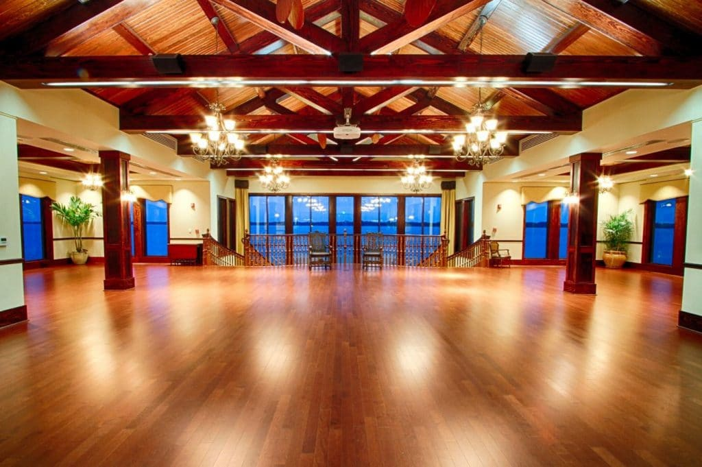 Tavares-Pavilion-on-the-Lake-Beautiful large ballroom with high ceilings lakeside