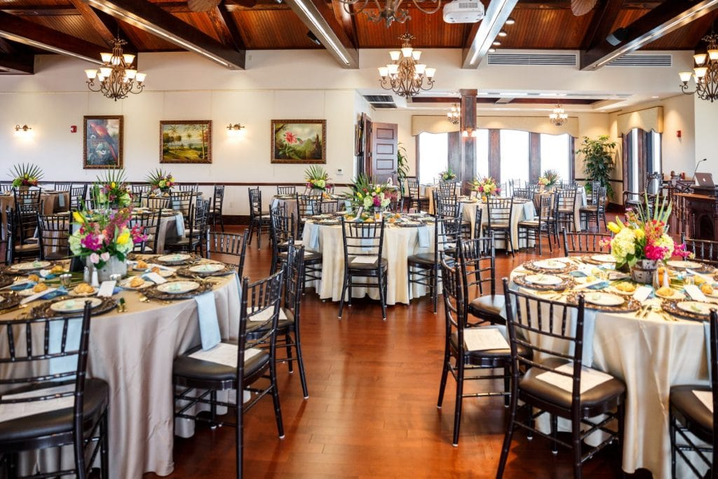 Tavares-Pavilion-on-the-Lake-Tables set up for a reception with centerpieces