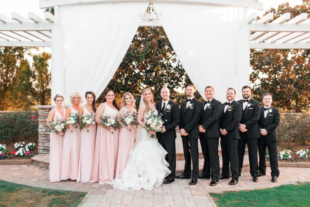the-royal-crest-room-Whole bridal party with groomsmen