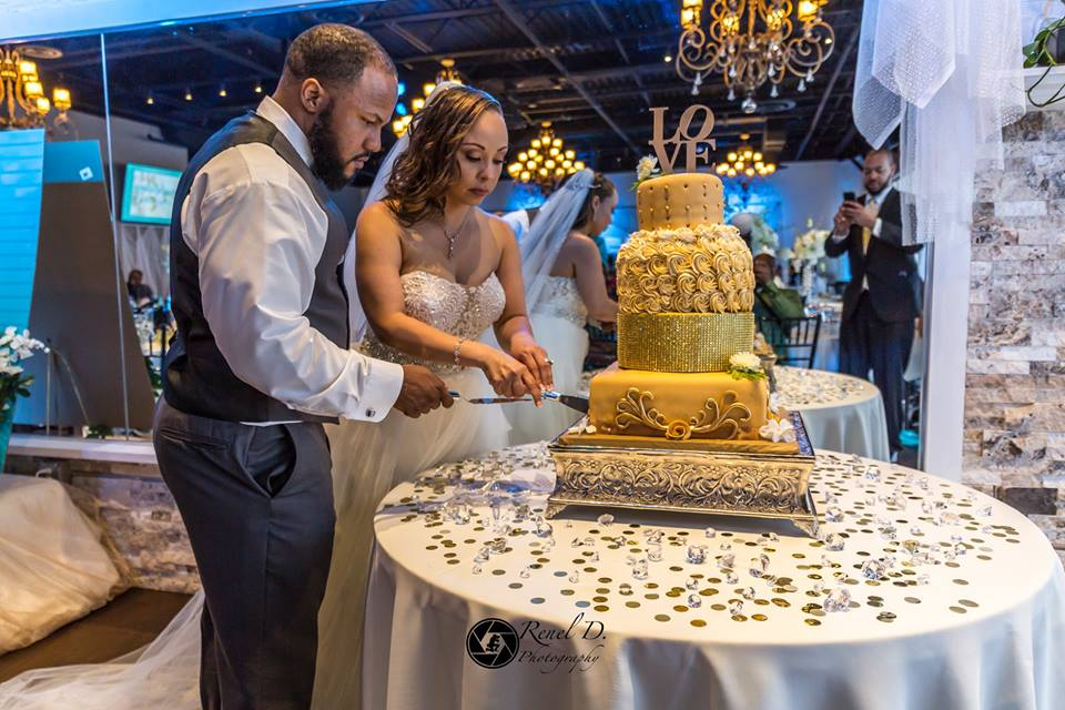 Rhythm and Smooth - bride and groom cutting wedding cake
