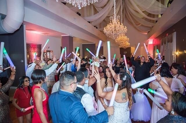 DJ Danny Garcia - full dance floor at wedding with boomsticks