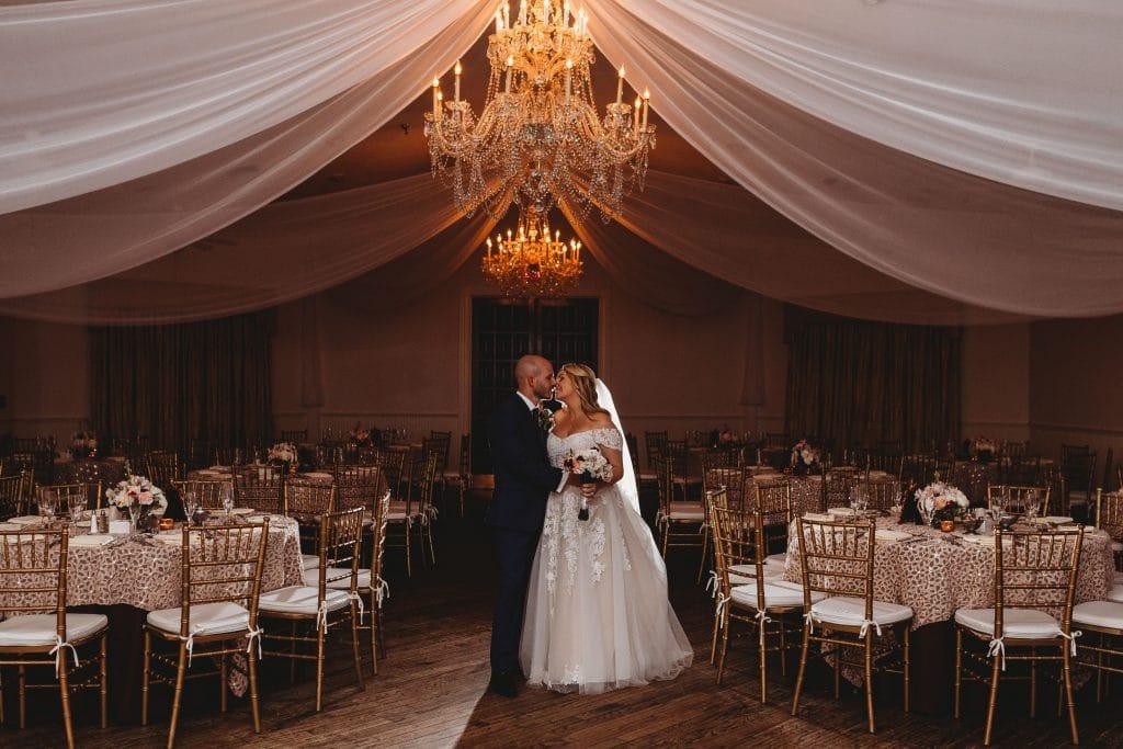 5bbb9d5b131e2e38ebea6d1d_Highland Manor wedding15