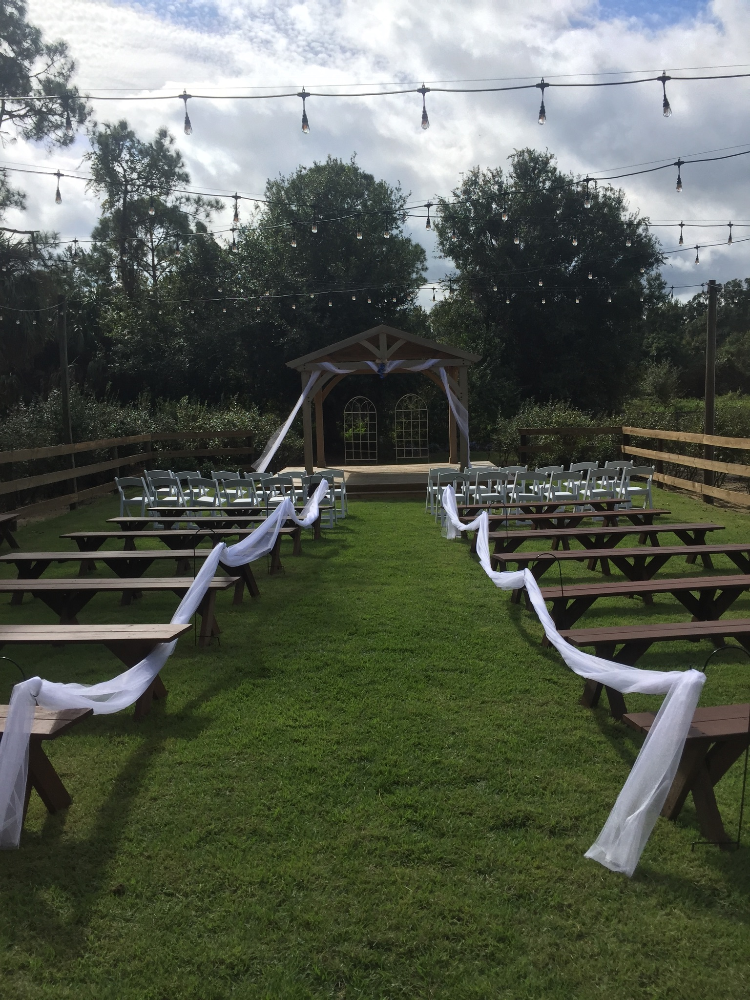 Blue View Barn - outdoor wedding ceremony overlooking blueberry bushes