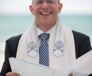 Rabbi Olshansky officiating a wedding