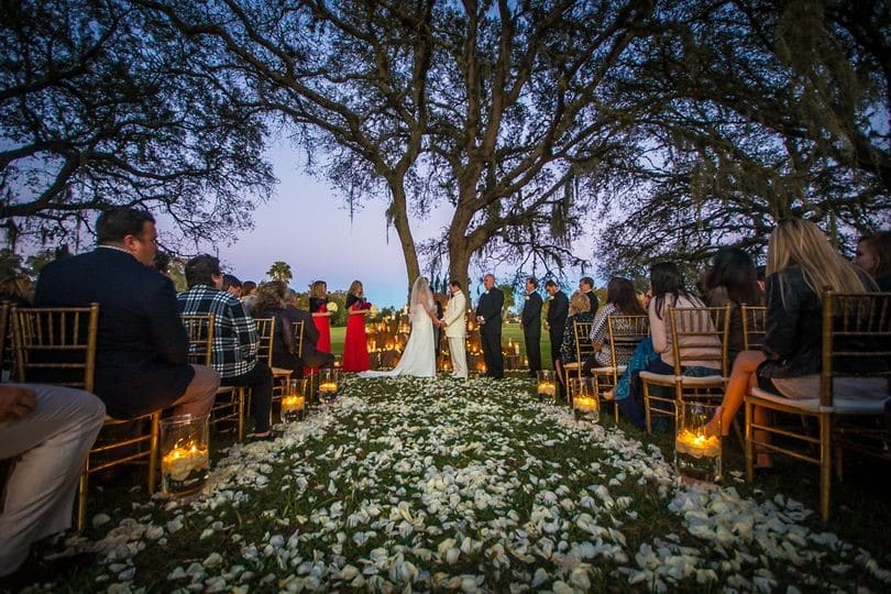 Sugar-Mill-Country-Club-outdoor ceremony by large tree at dusk