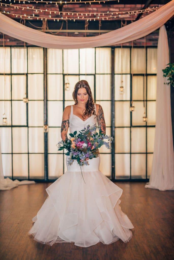 Hub 925 - beautiful tattooed bride in mermaid dress with bouquet