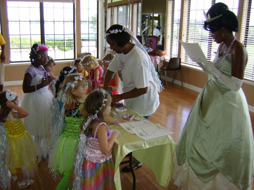 Tootles Event Sitters - Princess doing craft with young girls