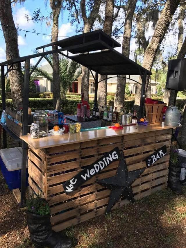 Bar-tini Orlando - rustic outdoor bar