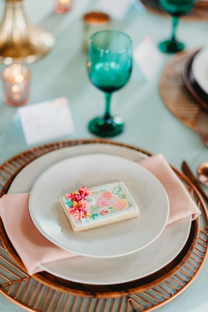 Bella-Cosa-Lakeside-Place setting with turquoise glass and blush pink napkins