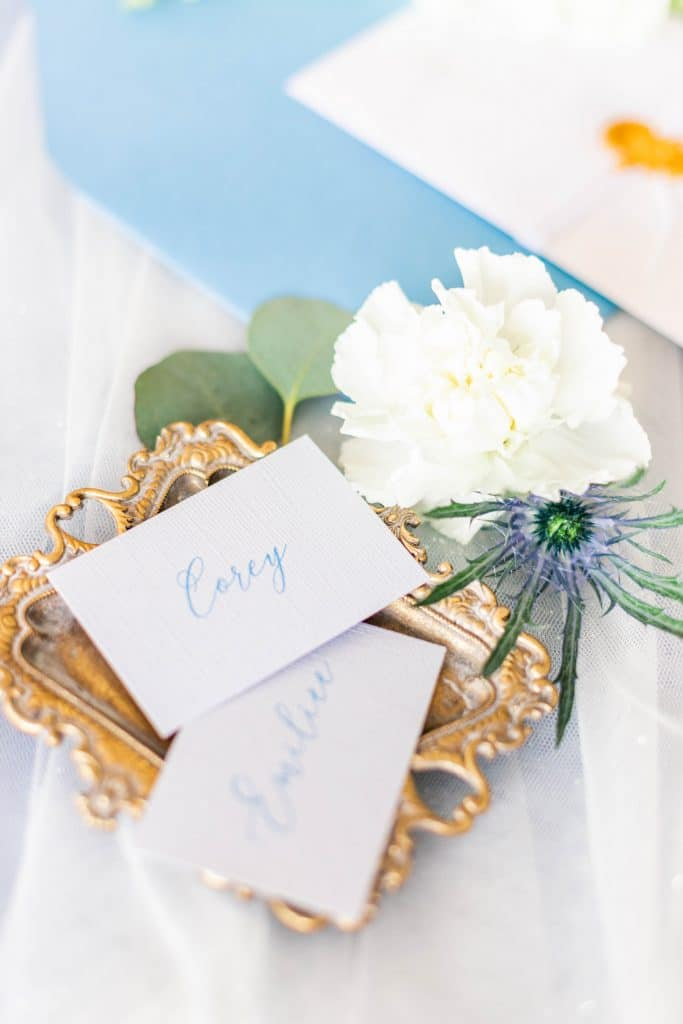 Idlewood Wedding Venue gift table with cards and flowers