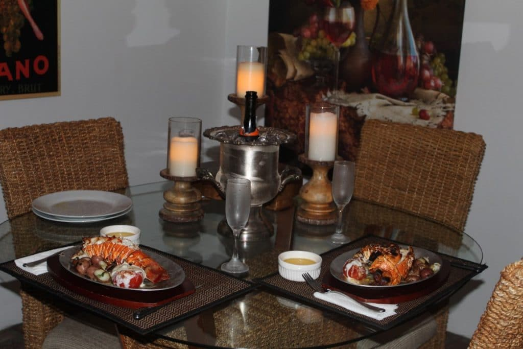Cedar-Knoll-Events-FL-Small dinner set for two with candle centerpieces