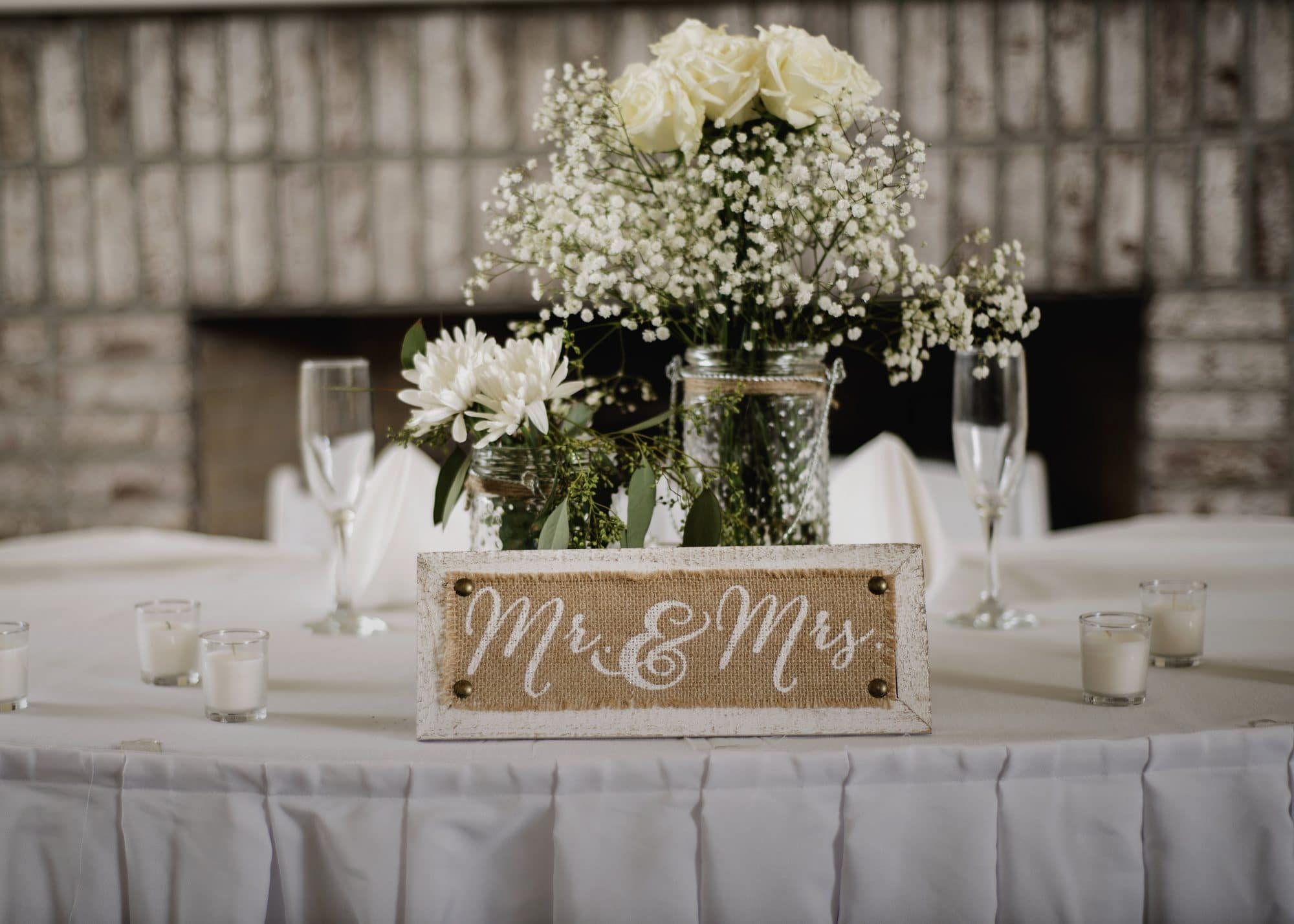 Celebration Golf Club - Mr. & Mrs. sign on sweetheart table