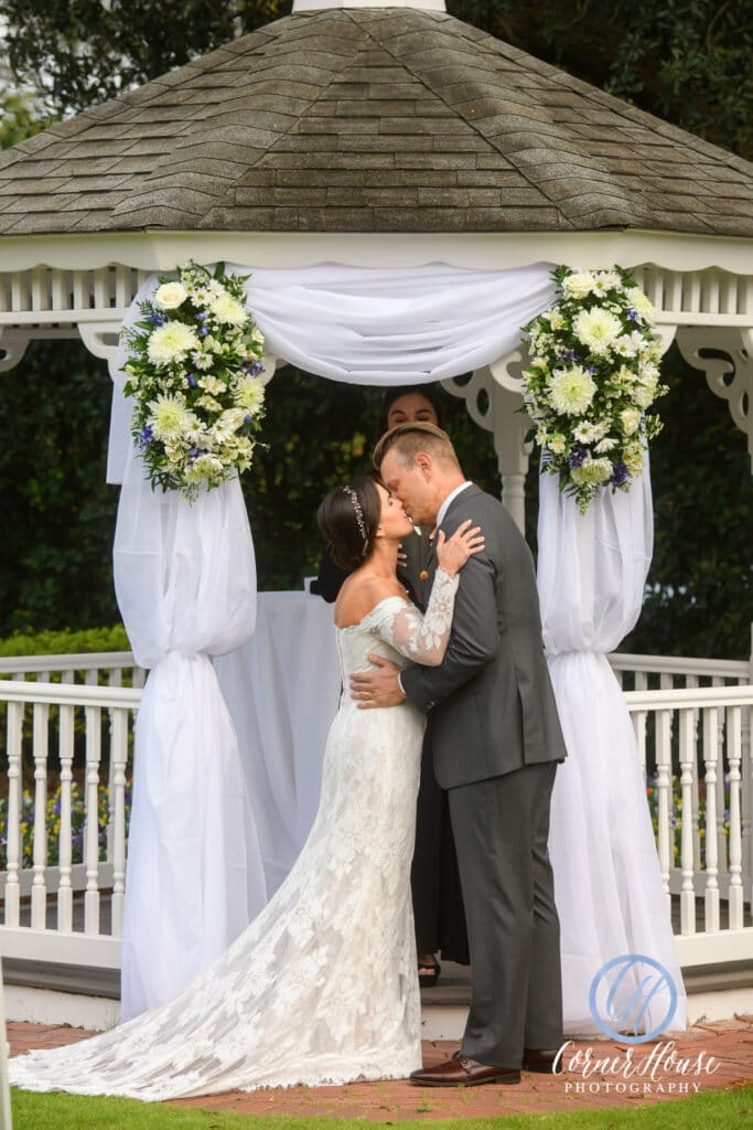 couple kissing at ceremony