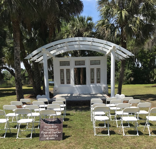 Cedar Knoll Events - outdoor ceremony space with white pergola