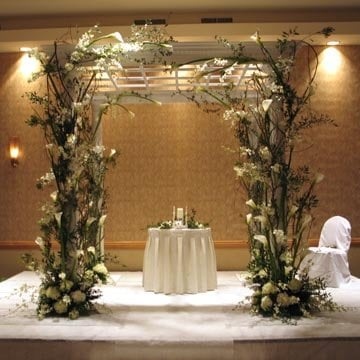 Lee Forrest Design - arch of flowers in front of bride & groom table