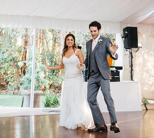 bride and groom taking wedding dance lessons