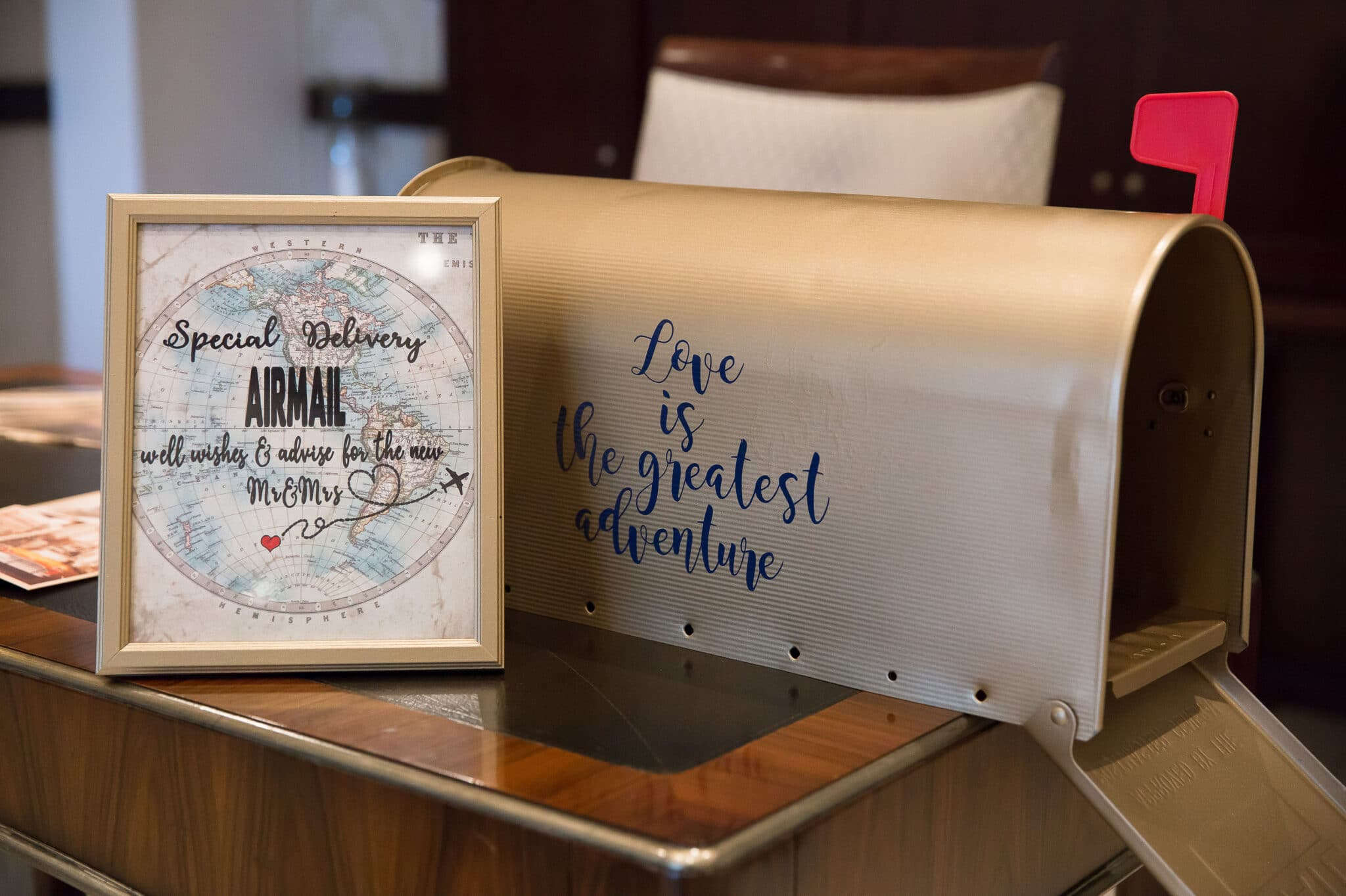 Kiss of Perfection, mailbox display for guests to leave messages