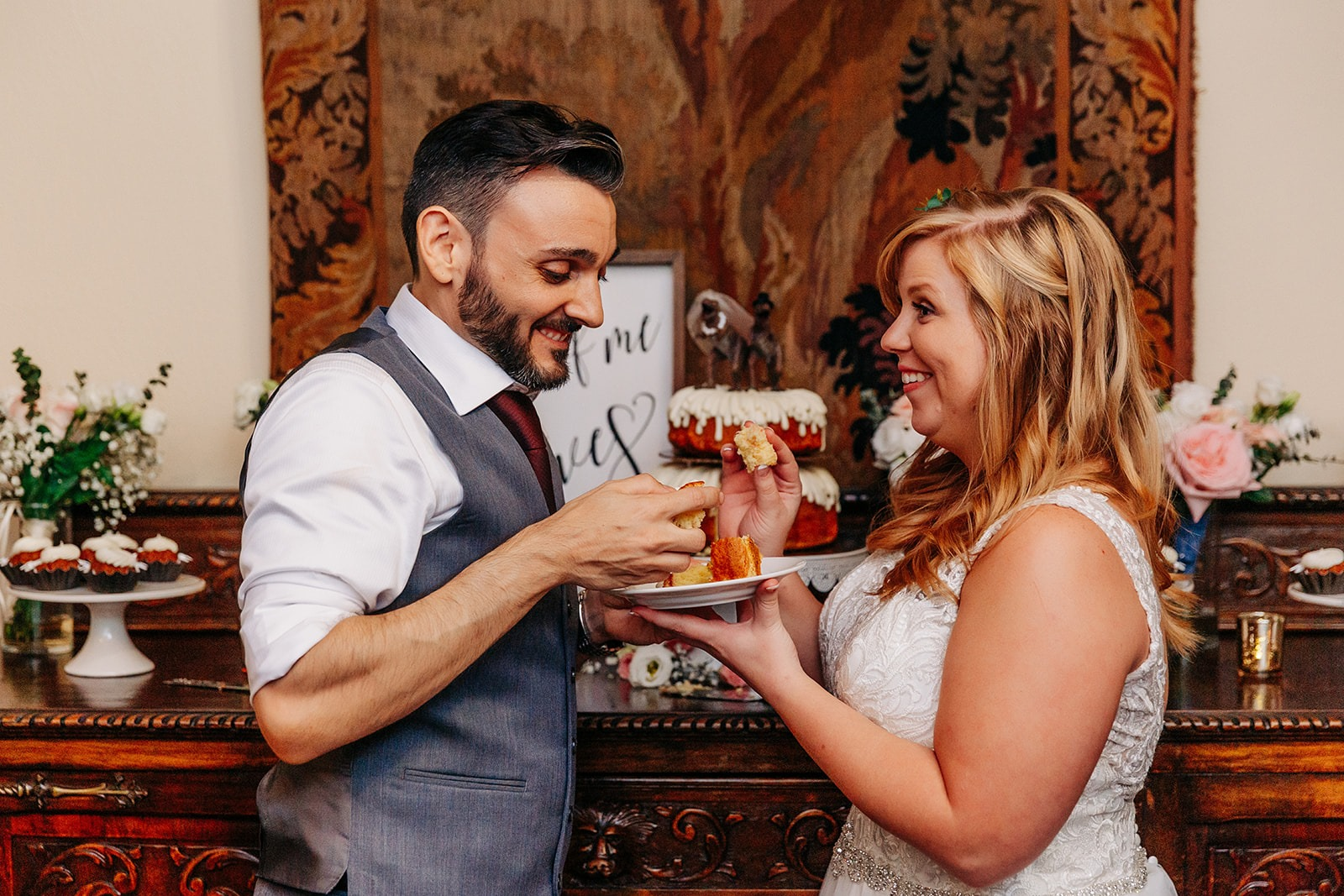 bride & groom eating cake