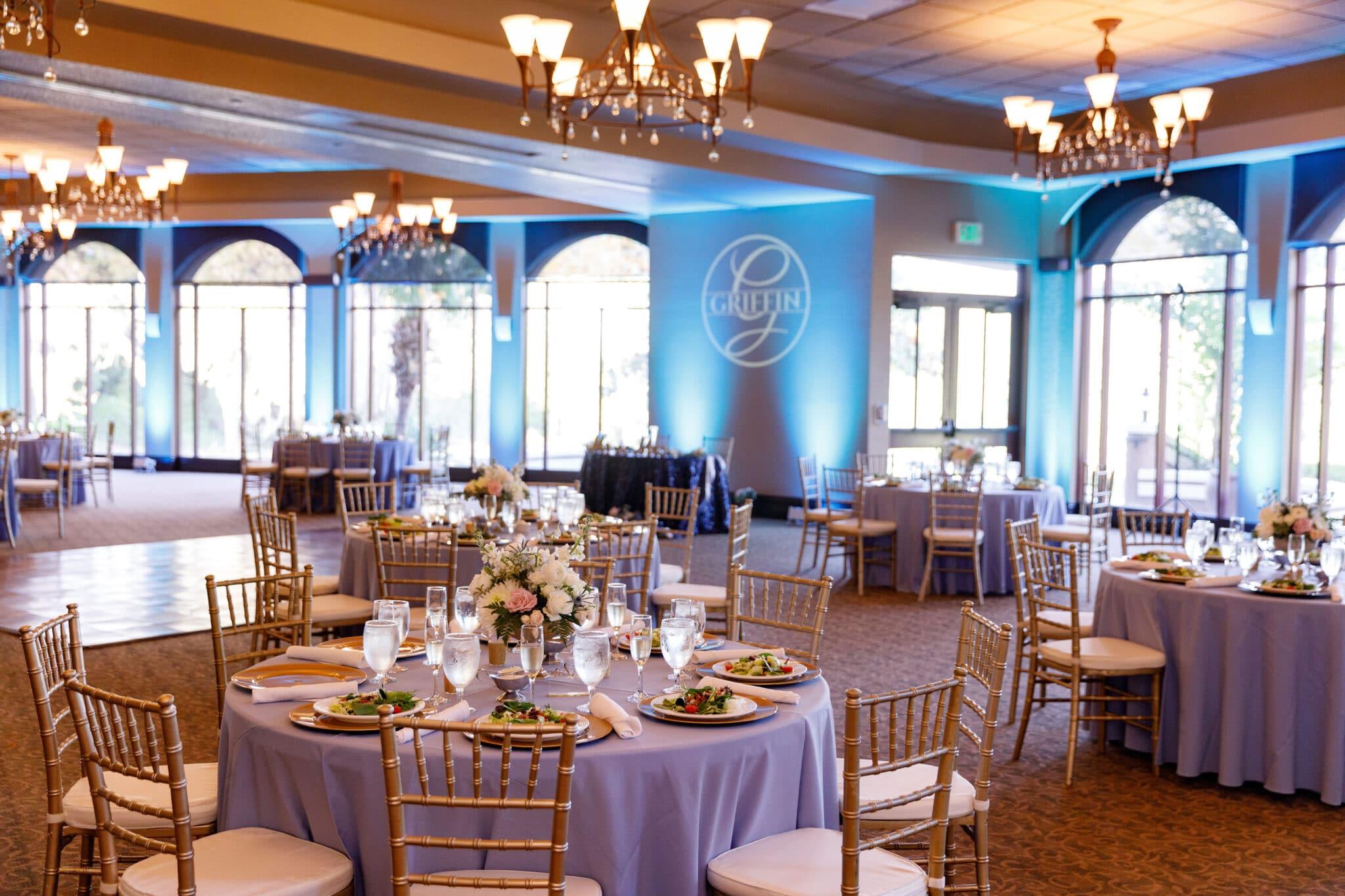 Mystic Dunes Resort & Golf Club dining space