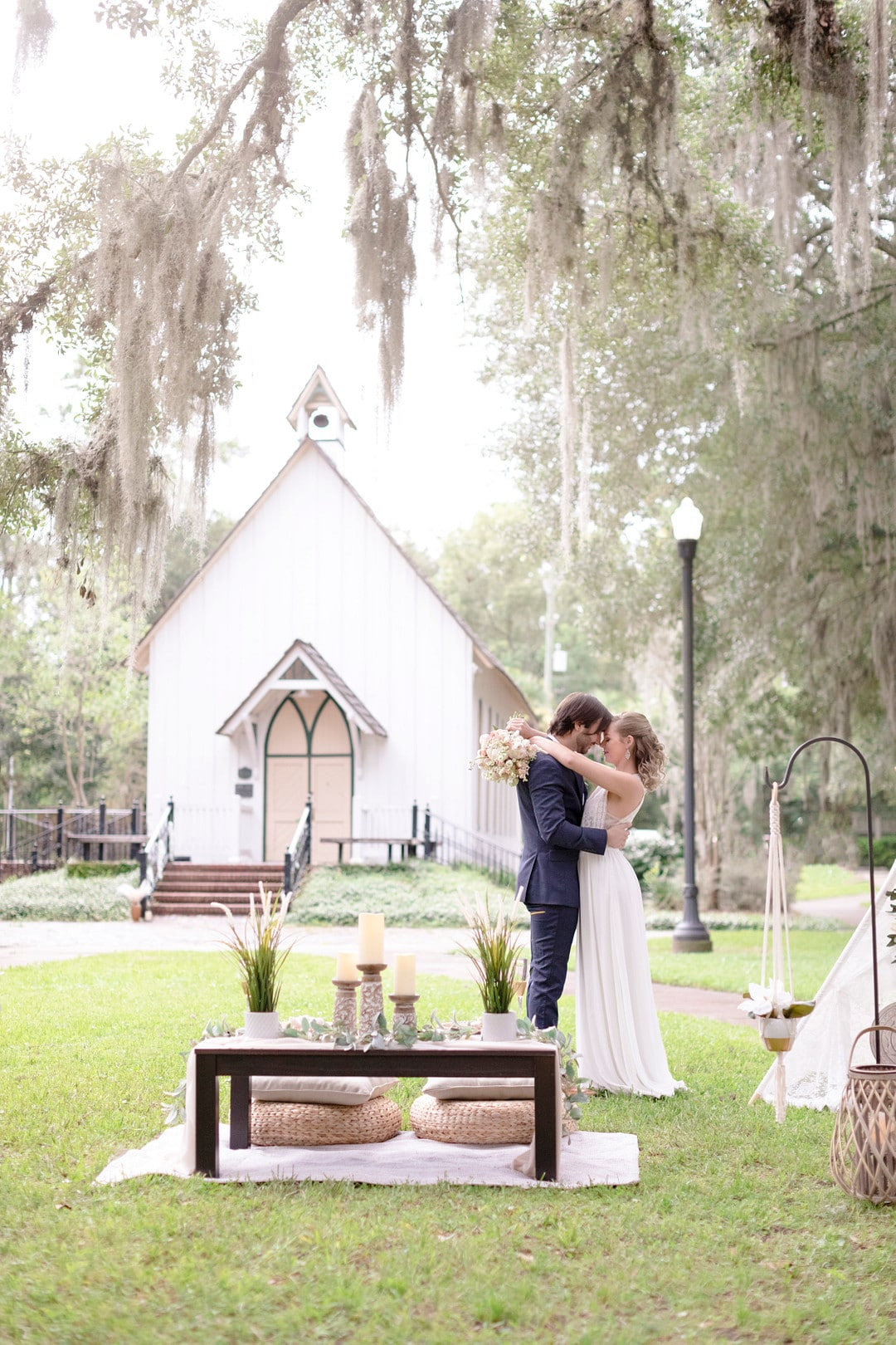 Elegant Boho Wedding Picnic_Susan Dixon Photography, LLC_susan-dixon-005 + light flare_low