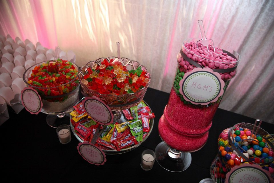 insider tips from married wedding vendors, have a candy bar