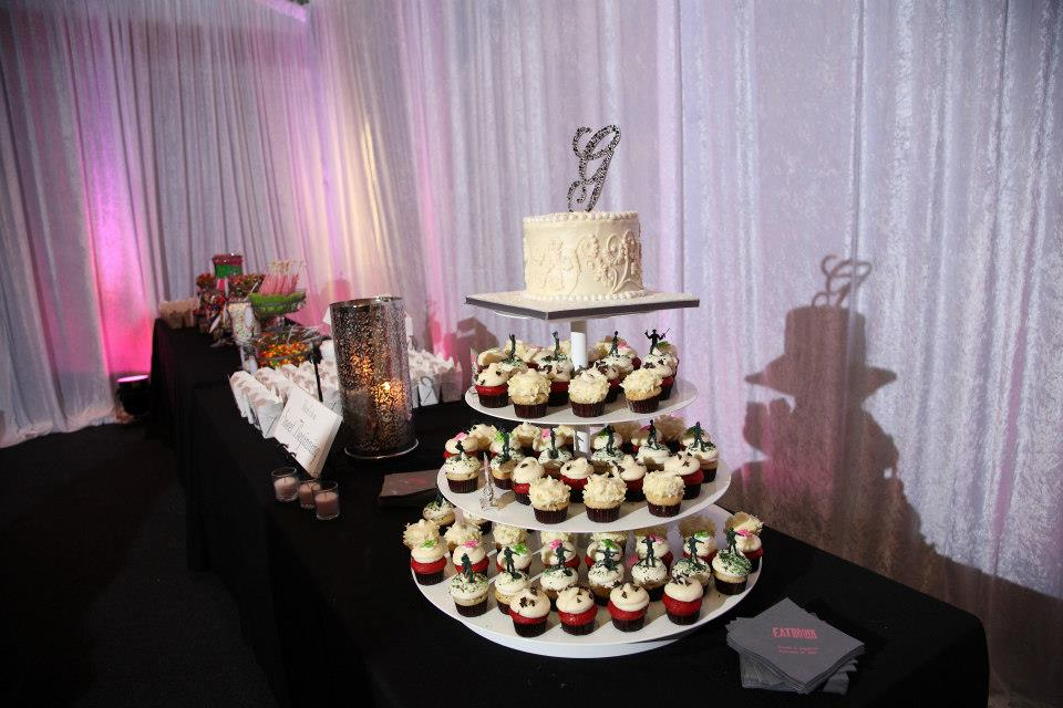 insider tips from married wedding vendors, cupcakes at a wedding